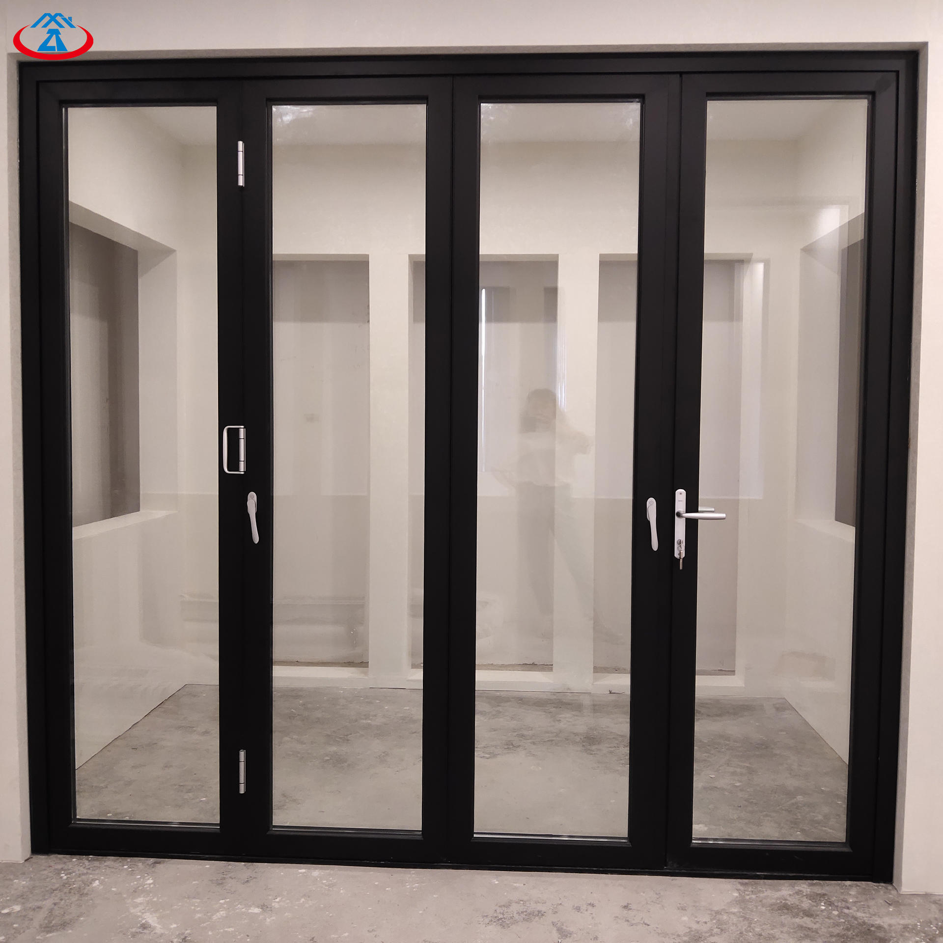 Black 4880mmW*2440mmH Double Tempered Glass Aluminum Frame Thermal Insulation Folding Door