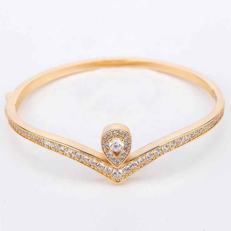 Luxurious Cz Wholesale Silver Bracelet Woman Love Heart Design