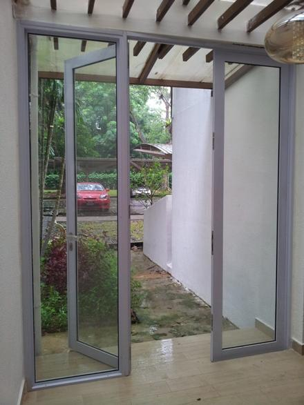 Surface Finished Aluminum Tempered Glass Patio Swing Door Interior Swinging Door
