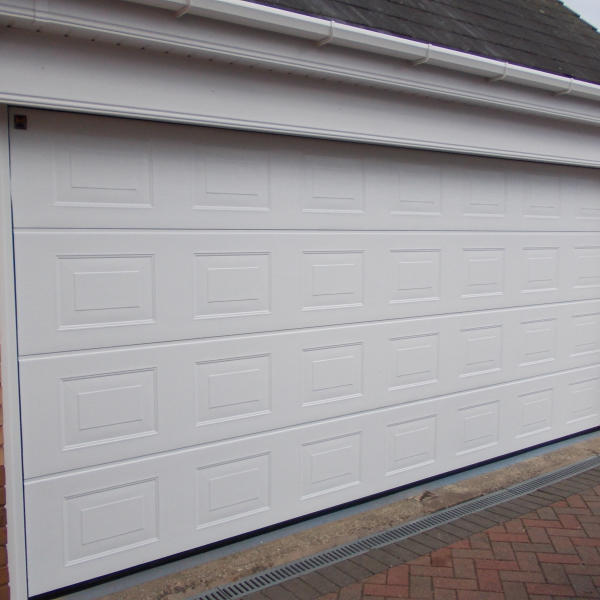 White Color 500mm Width Panel Factory Price Beautiful Appearance Automatic Overhead Sectional Garage Door