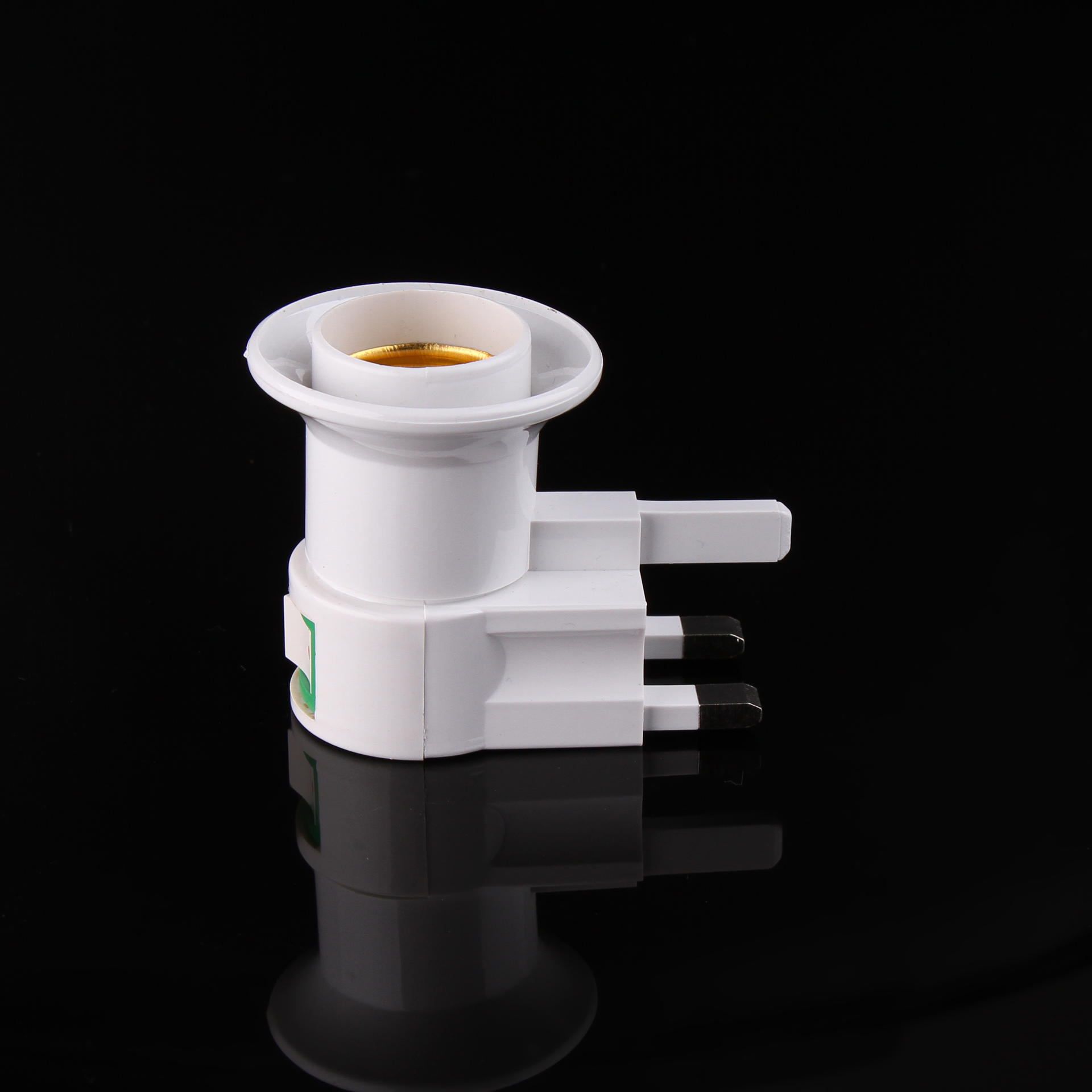 UK standard lamp electrical plug in socket e27 lampholder with switch