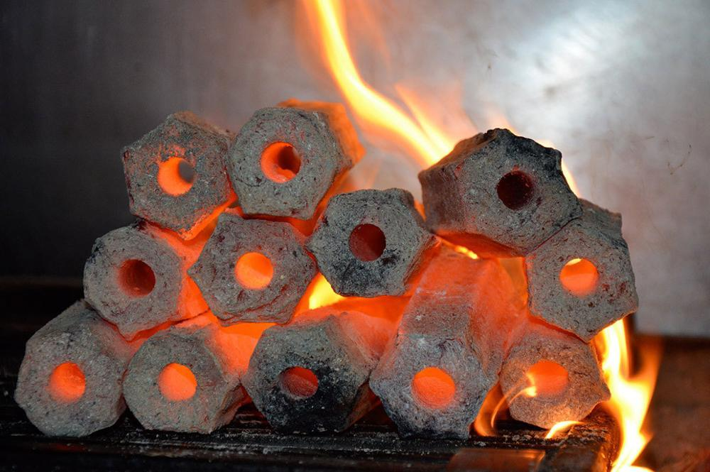 Hardwood sawdust barbecue charcoal briquettes for sale