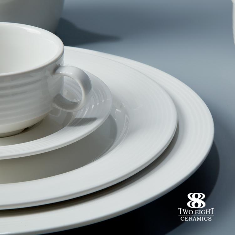 Brilliant High End Restaurant and Hotel Crockery Tableware Ceramic Plate Dinnerware Set White Porcelain Fine Dining Dinnerwares