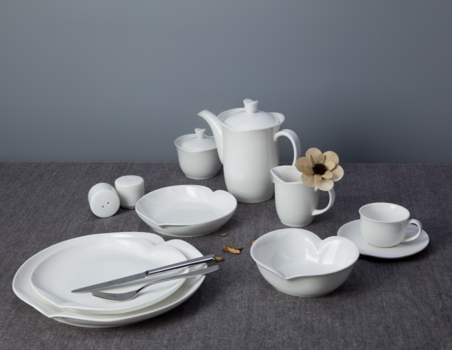 2017 heart shape design crockery ceramic white dinner set