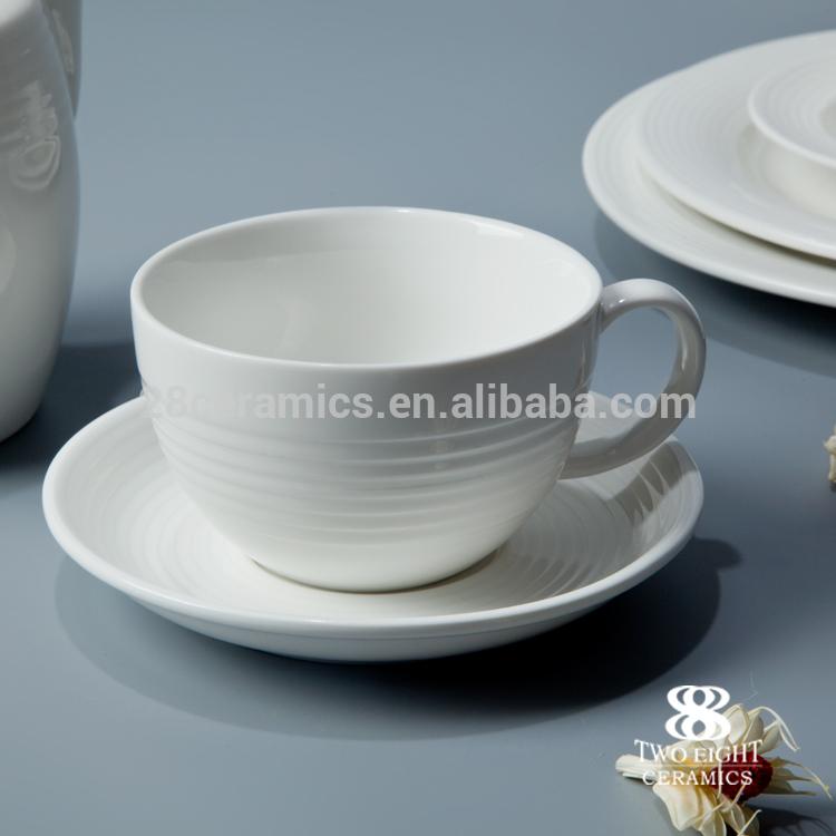 Free Sample Stocked LFGB/FDA crockery porcelain dinner set