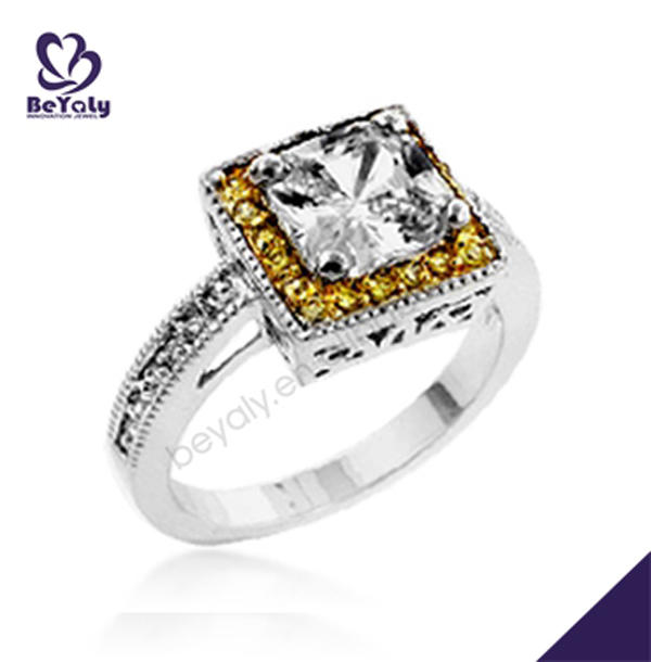 Square design couple anniversary 18 carat gold diamond rings