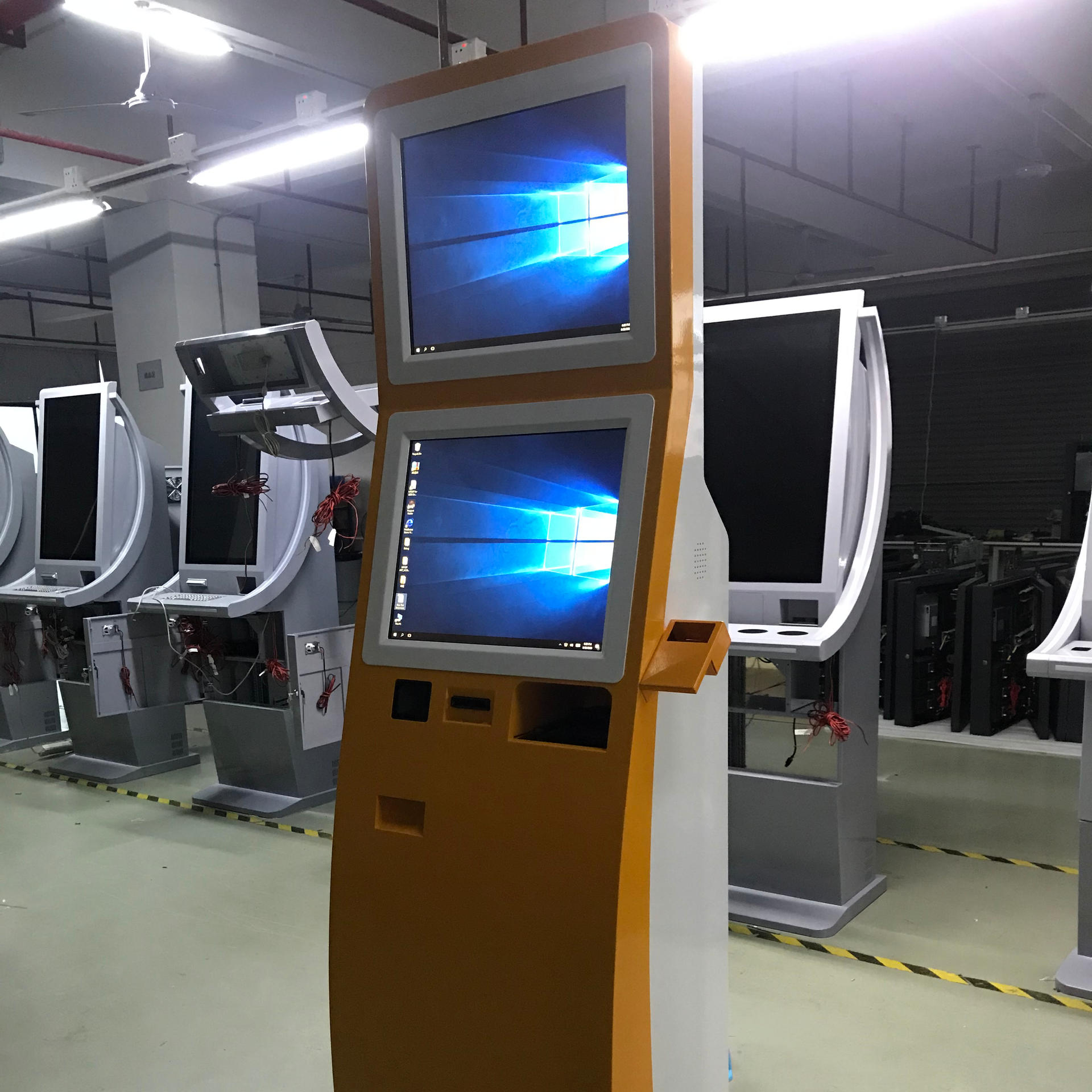 Automatic Touchscreen cashless smart self hotel check in kiosk with POS system
