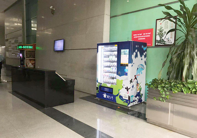 Glass jars honey vending machine with elevator system