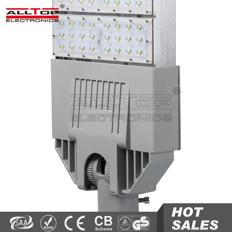 Outdoor IP67 waterproof 60W solar&wind hybrid street lamp