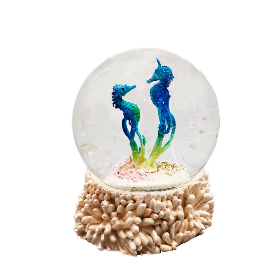 Custom 80mm Ployresin Cute Seahorse Sculpture inside Snow Globe Theme Sea Animal Product Type Water Globe