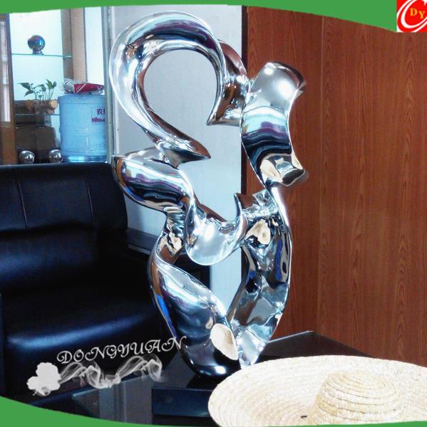 Large polish fiberglass craft sculpture for garden decoration