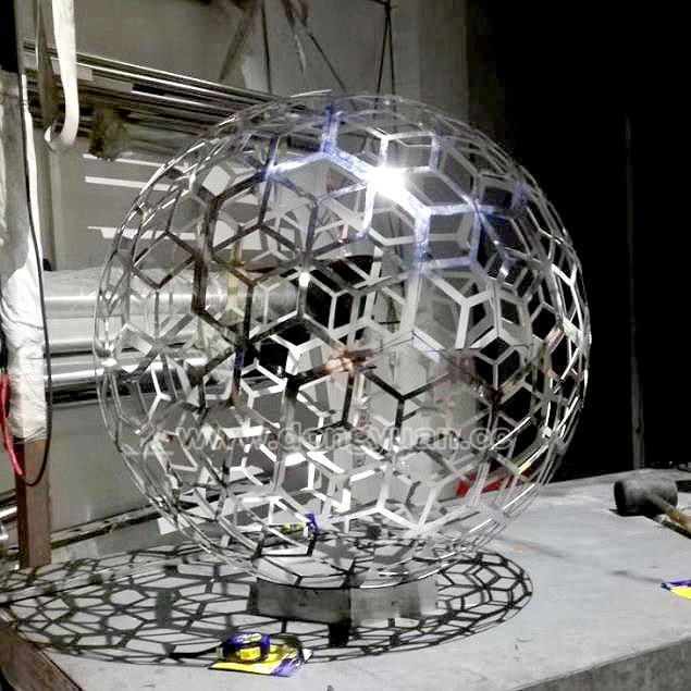 Laser Cut Engraving Metal Garden Sculpture Decorative Ball