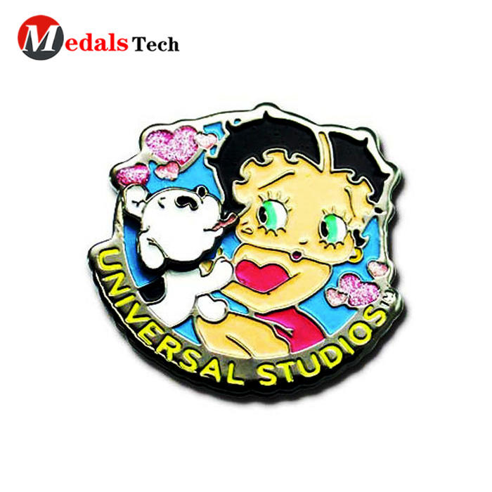 Creative gift strawberry shape hard enamel metal lapel pin