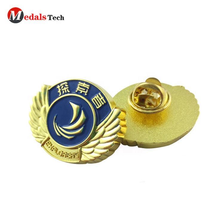 Custom metal soft enamel embossed logo ball football club sports club souvenir cheaplapel pin badge wholesale