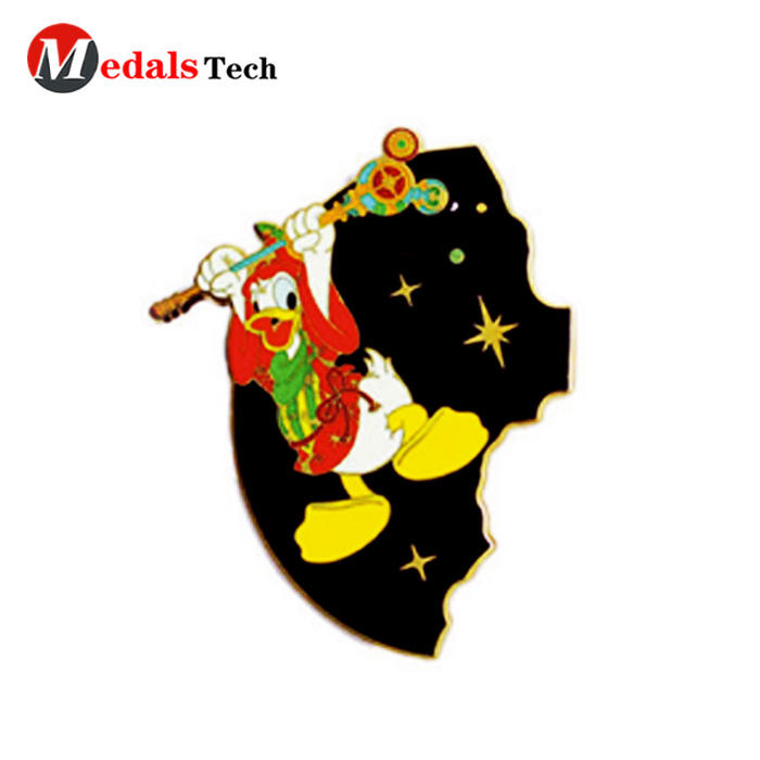 Cheap metalcute 3d cartoon character enamel pin nanmebadge
