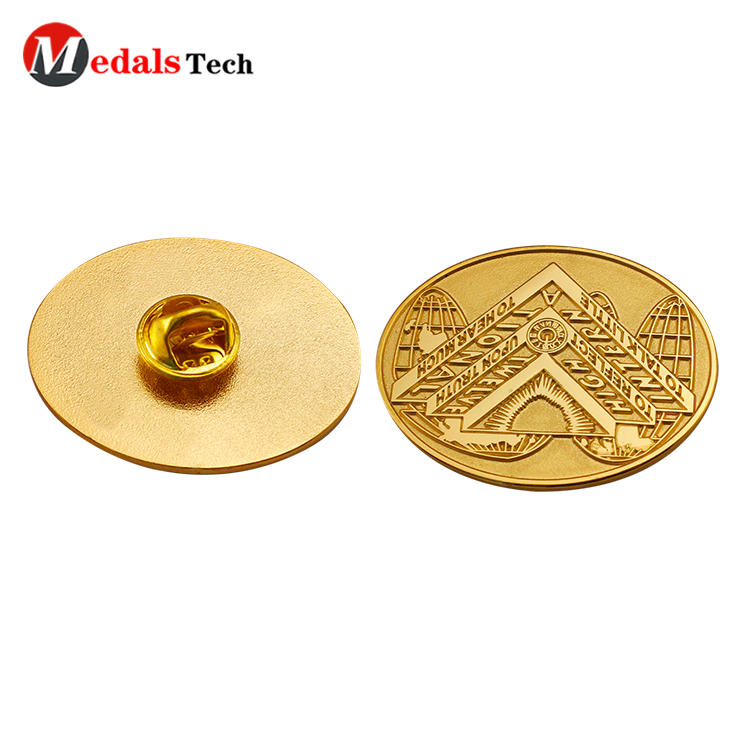 Oval shaped engraved company logo gold plating clothingbadge