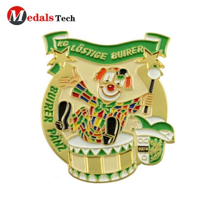 Custom cute badge zinc alloy gold soft enamel carnival holiday item metal clown lapel pin