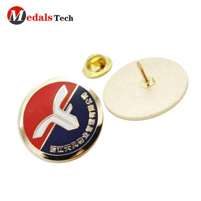Free samplemetal funny goldlapel shield shape football club souvenir pin with butterfly clutch