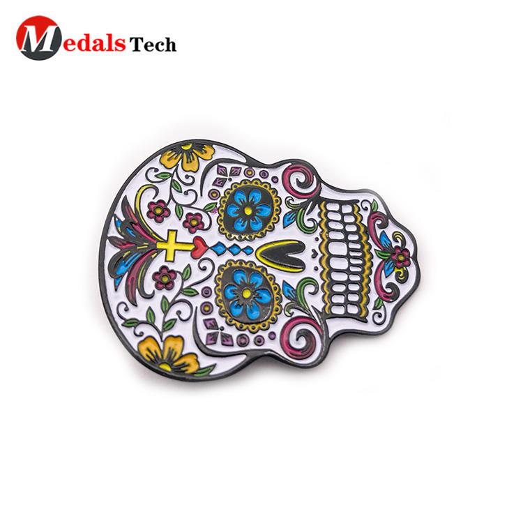 Wholesale creative black plated skulls logo metal pin badge