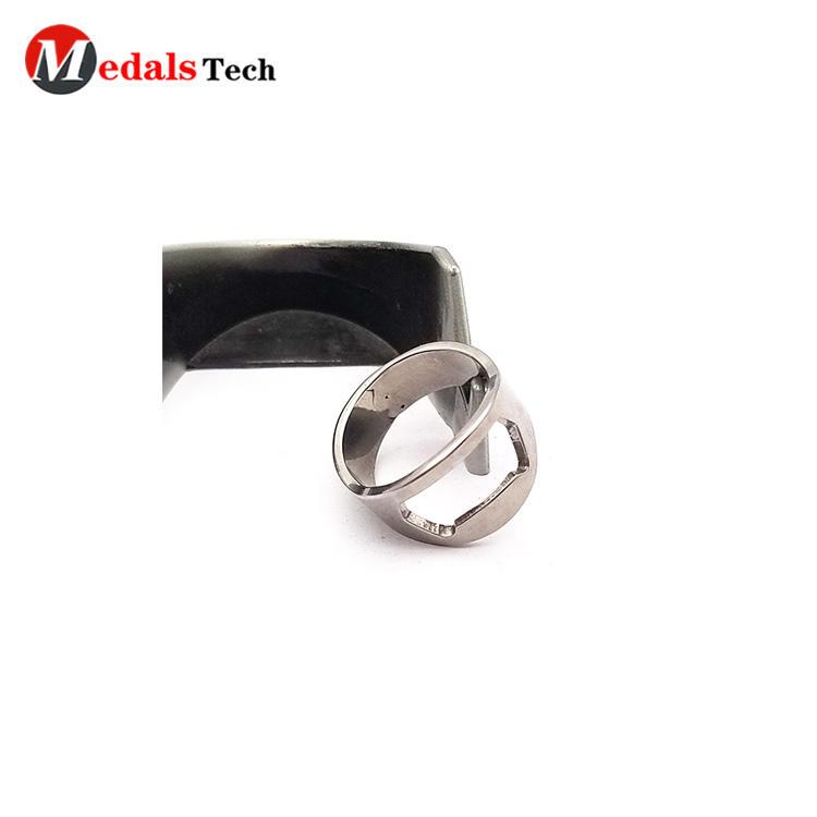 Wholesale custom ring shaped shinny silver mini metalbottle opener