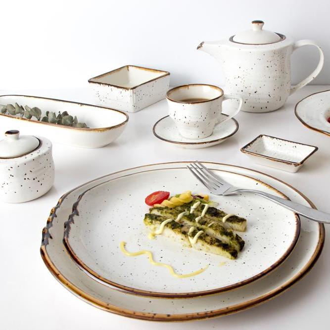 Popular Wholesale Five Star Hotel Porcelain Plates Crockery Ceramic Salad Plate Rustic Dessert Dishes Color Dinnerware Set
