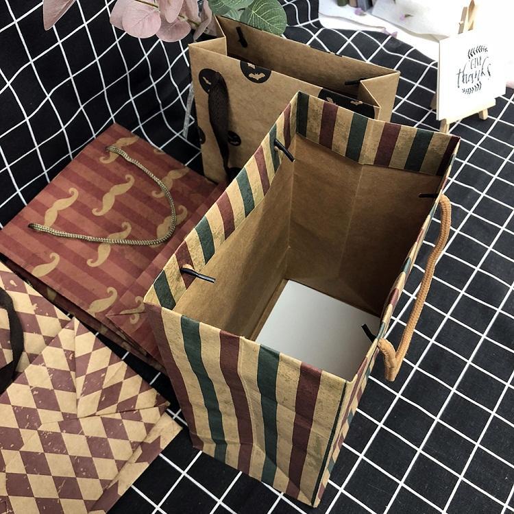 Guangzhou Factory Kraft Paper Paper Gift Bags Clothing Packaging Bag For Logos