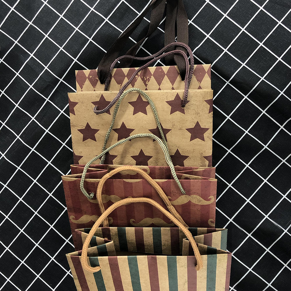 2020 China Custom Printing Gift Bags Colour Kraft Paper Bag With Logo Print