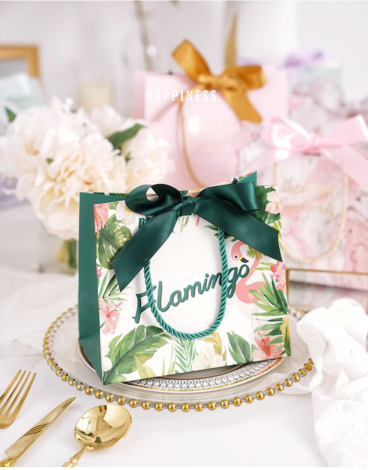Elegant Famous Brand Cosmetic Green Custom MaterialParchment paper bag