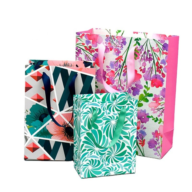 Hot Selling Flower Printing White cardboard Gift Bag With Ribbon Handle For Daily