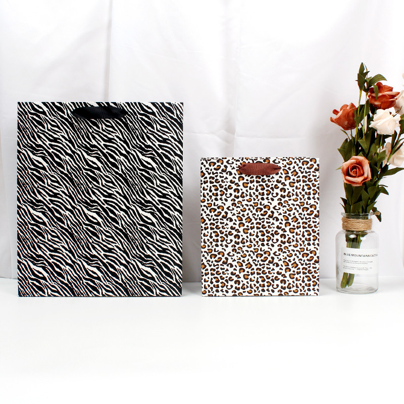 China Wholesale Customized Paper Gift Bag With Logo Print For Shopping