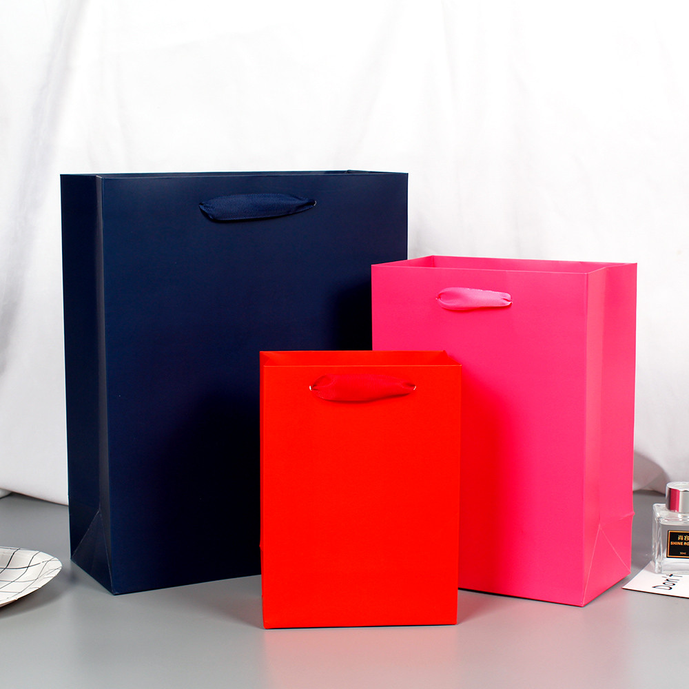 Wholesale Paper Shopping Bag With Foil Hot Stamped White Cardboard Paper Bag Manufacturers