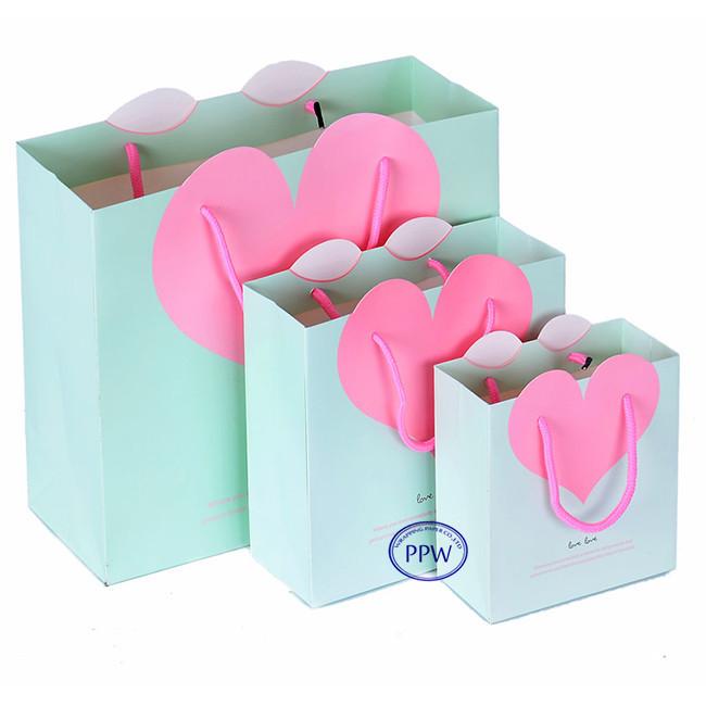 New Arrival Heart Design Wedding Gift Paper Bag For Valentine Day