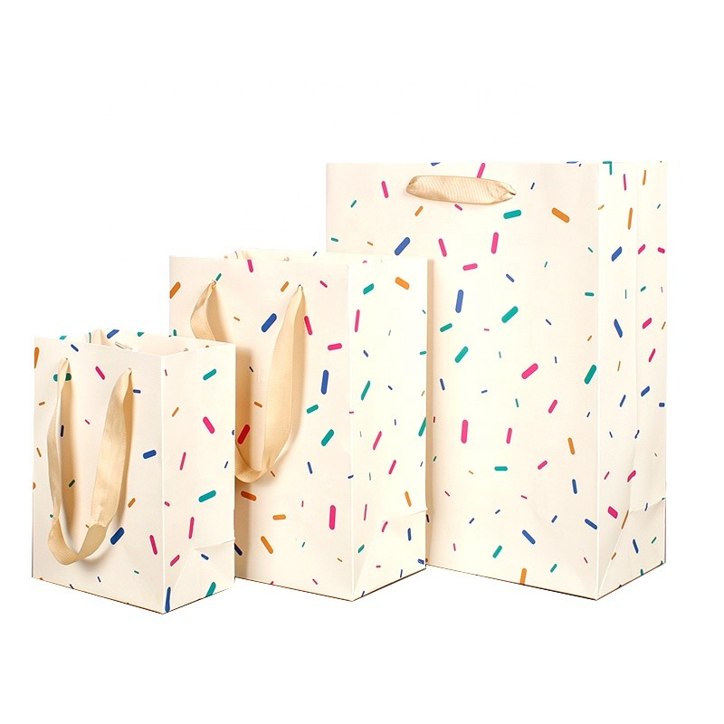 Wholesale Everyday Design White CardboardPlain Cheap Paper Bag With Ribbon Handles For Shopping