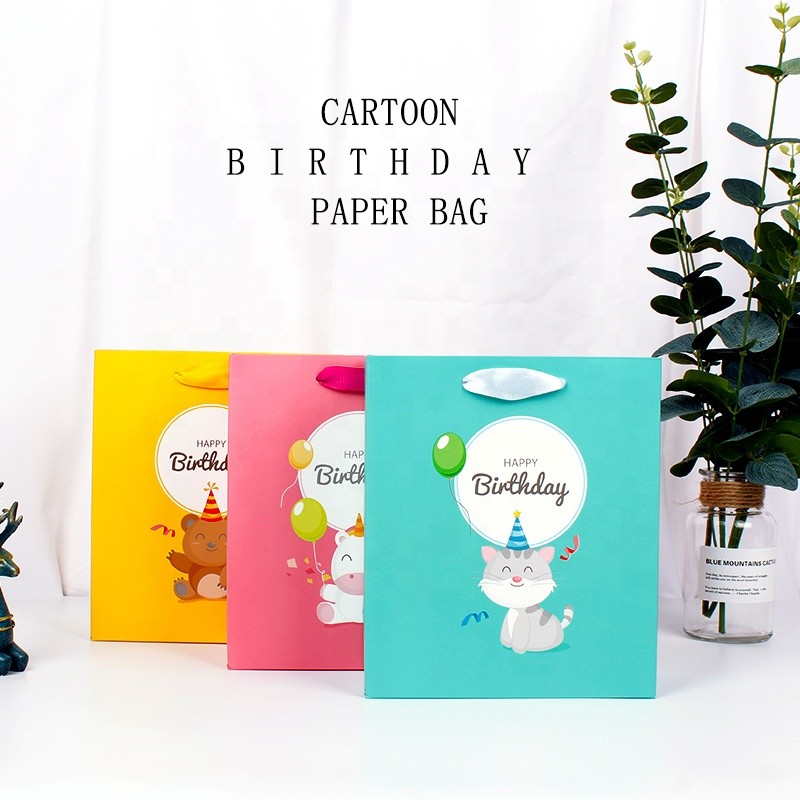 High Quality Gift Bags White Cardboard Paper packaging bag for Birthday Party
