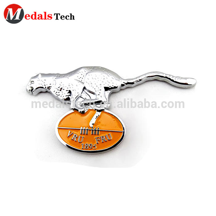Free sample zinc alloy shiny gold engraving logo design metal labels for handbags