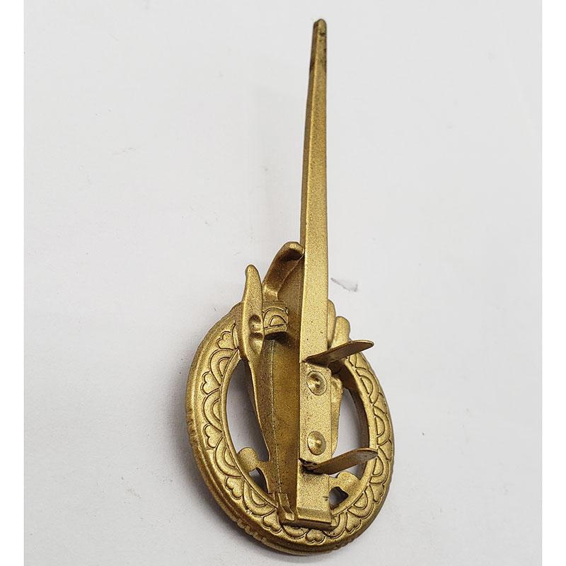 New stylefinger shape logo gold plating metal lapel 3d nameplate for handbags