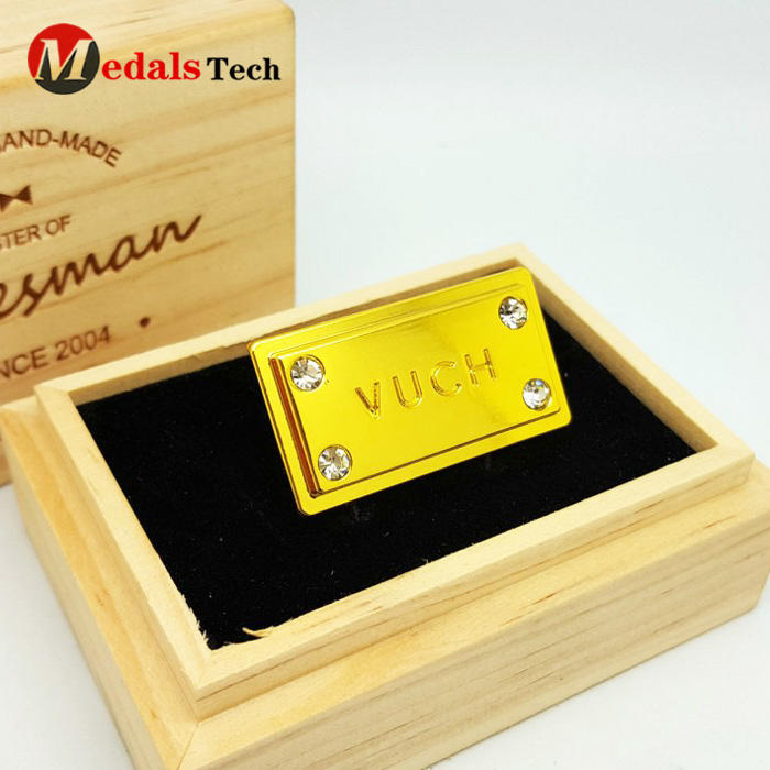 Custom gold plated metal brand logo label for handbags and clothing