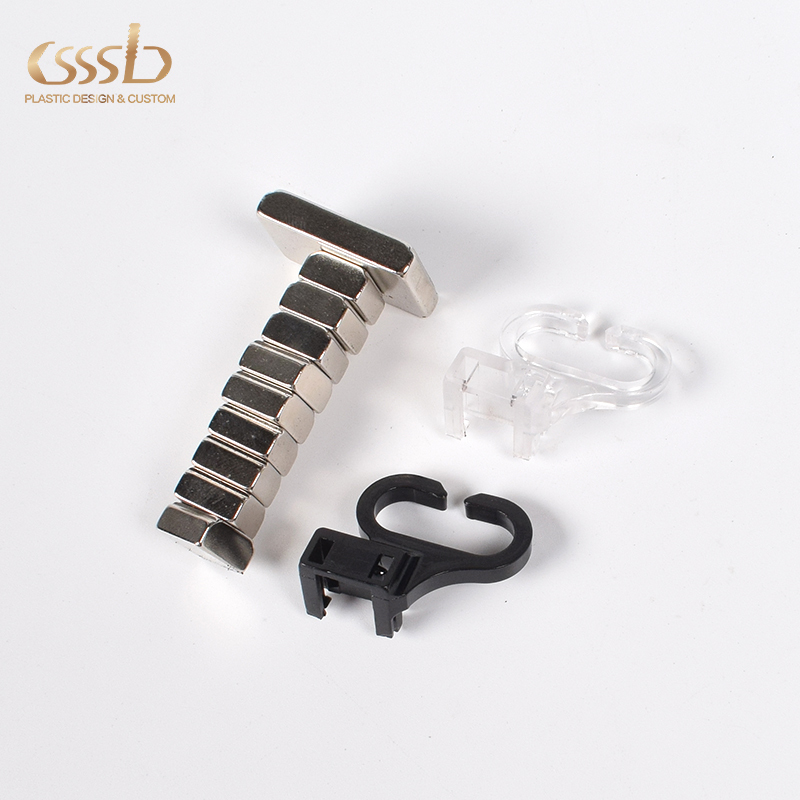 Plastic PC clip with magnet for light holding