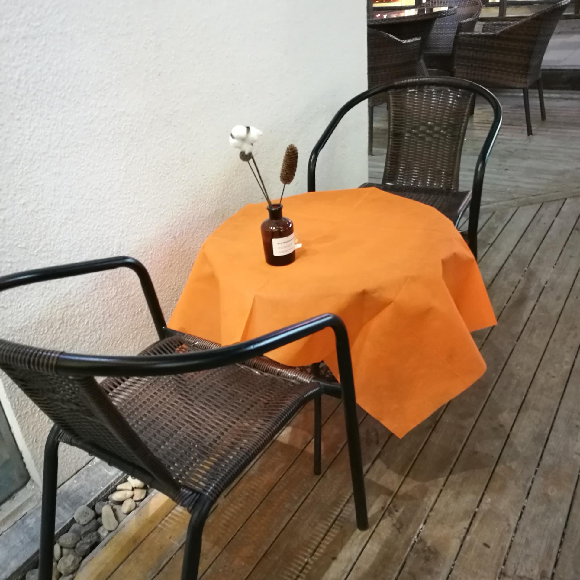 disposable non woven fabric tablecloth roll non woven table covers