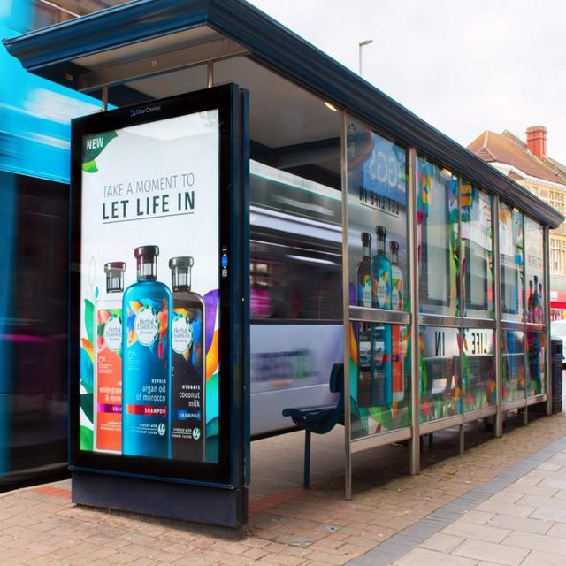 Modern customized smart bus shelter outdoor advertising bus stop shelter