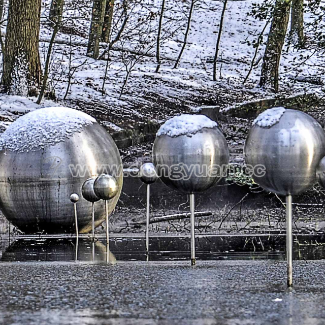 Stainless Steel Scale Model MattHollow Balls Sculpture for Water Decoration