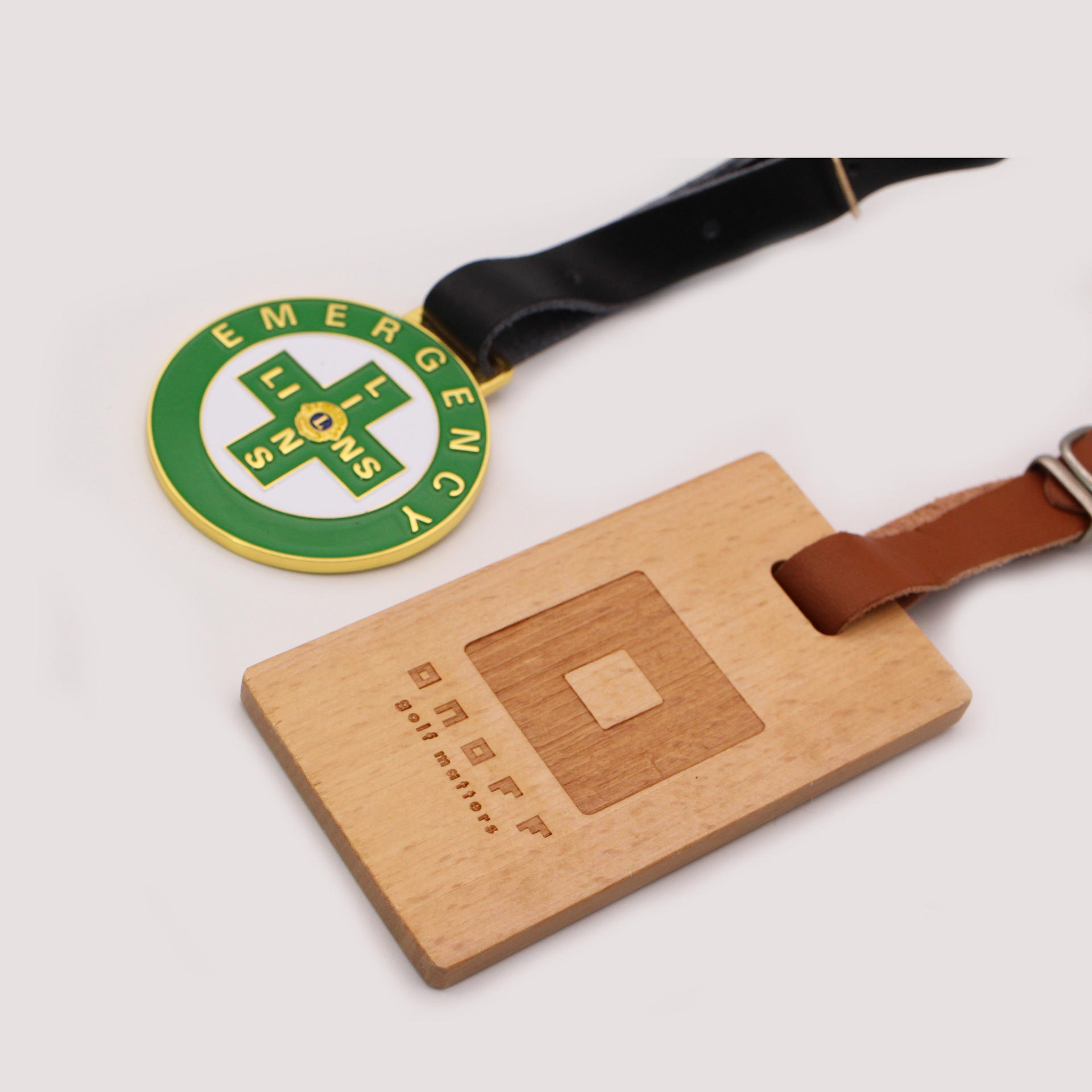 2020 customized cheap wood golf luggage tag with leather belt
