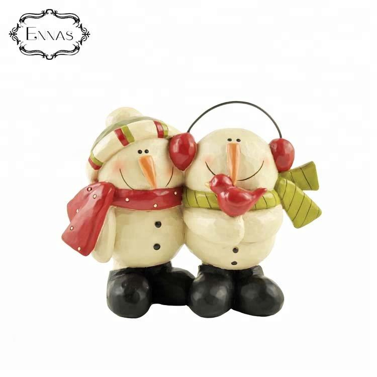 Chinese factory directly supplies innovative novelty custom souvenir Santa Claus love couple resin statue
