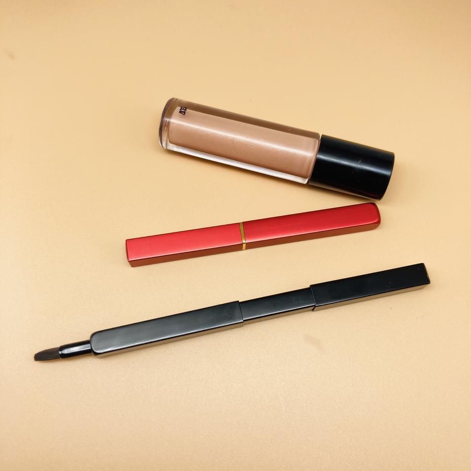 Private label customized makeup retractable lip brush