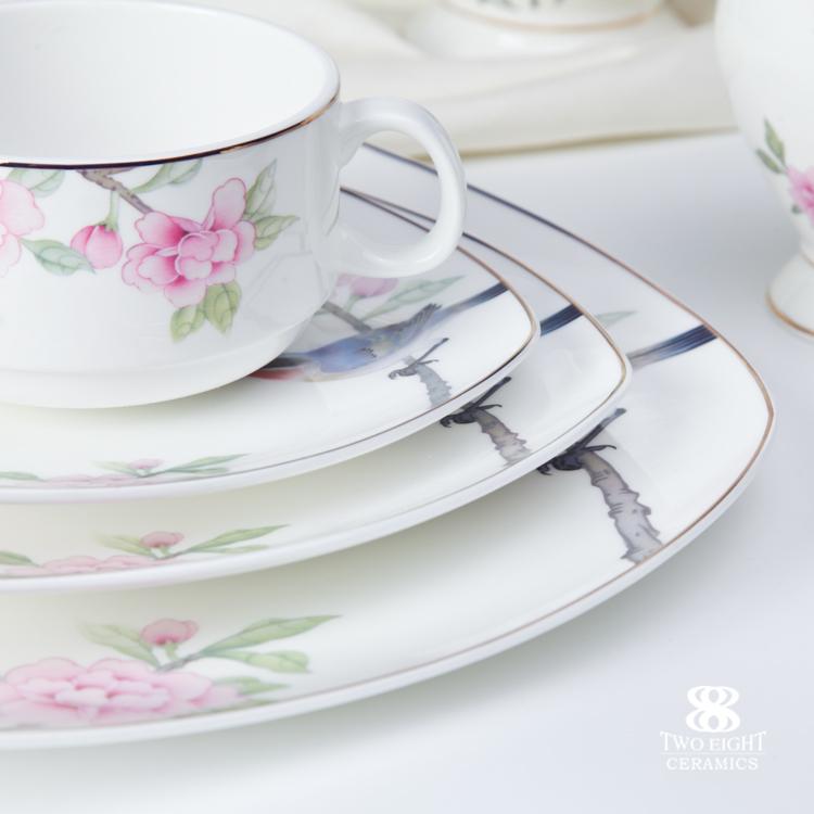 Modern bone china wholesale porcelain gold rimmed dinner plate set