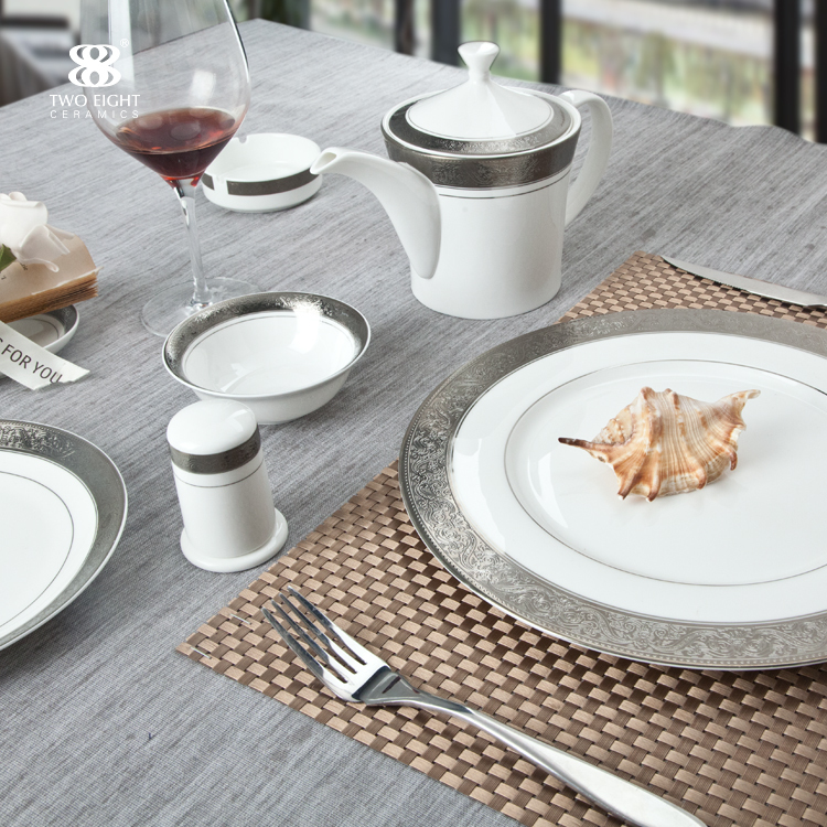 UAE Dubai chinaware for hotel banquet Persian golden round fine bone china dinnerware set tea pot cups
