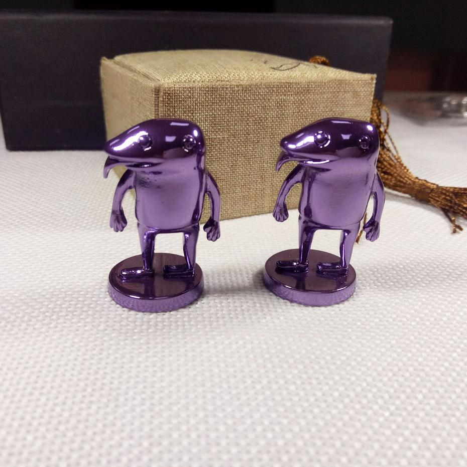 New arrival unique purple plating zinc alloy sculpture figure for souvenir