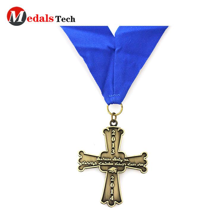 Promotional custom logo antique classic cross shape souvenir metal miraculous medal gold