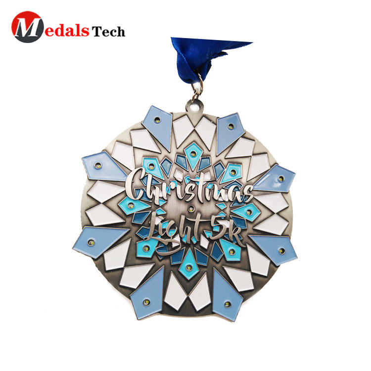 No minimum order color filled LED flashlight function make metal medallion custom gold medal 85mm