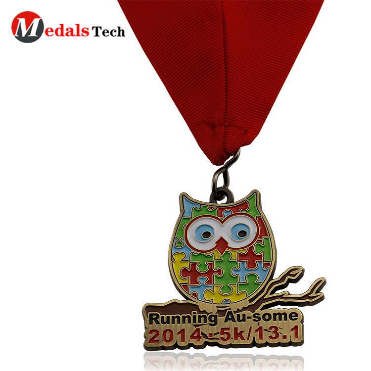 Custom make cheap christmas style soft enamel metal candy snow santa medals